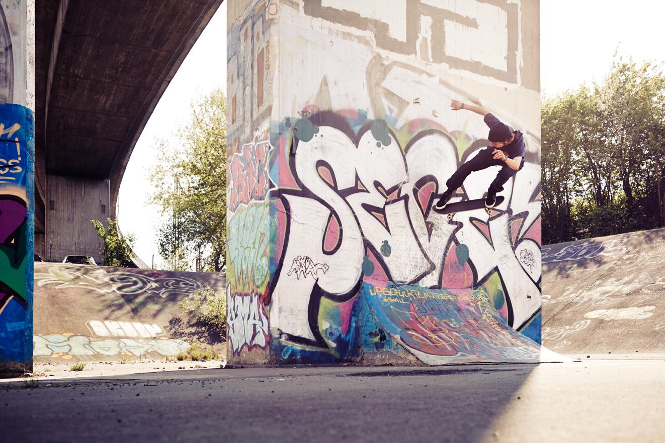 Via Skateboards, 8er Deck Magazine, Skate, Skateboarding, Hamburg, Christopher Shaw, Fotografie, Black White, Nollie, Wallride, Nizan Casper